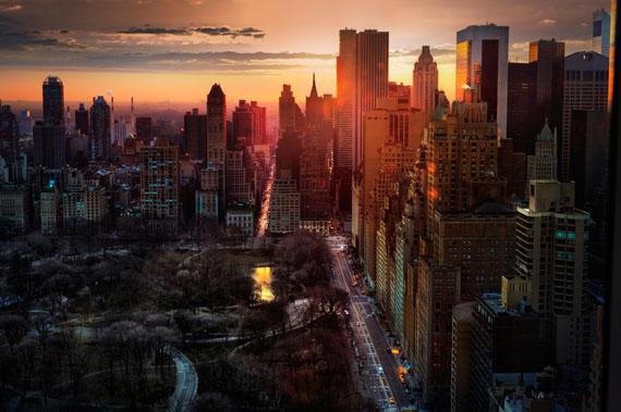 DAVID DREBINHigh Rise, 2013©David Drebin, courtesy of ATLAS Gallery