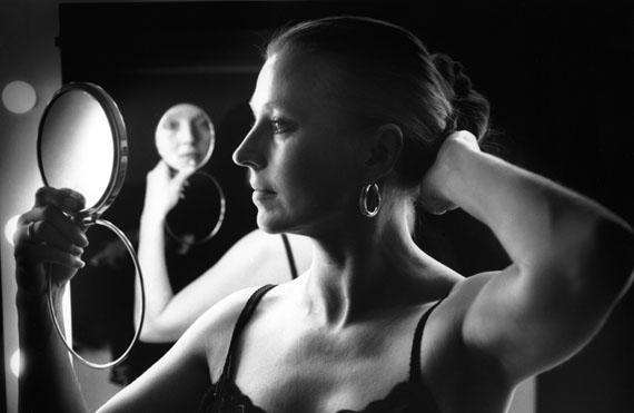 """© Lillian Birnbaum: """"Hanna und Spiegel"""", 1992 / Courtesy Johanna Breede PHOTOKUNST"""