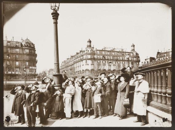 66. Eugène Atget Place de La Bastille, 17 avril 1912.La foule regarde l'éclipse.Gelatin silver print by Berenice Abbott.