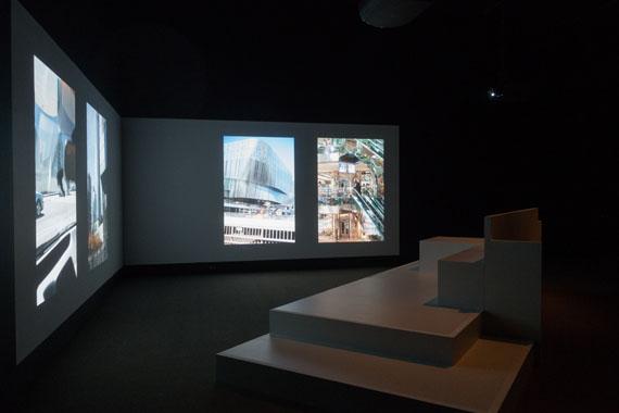 Wolfgang TillmansBook for Architects, 2014Zwei-Kanal-ProjektionSammlung Niedersächsische Sparkassenstiftung im Sprengel Museum HannoverFoto: Courtesy the artist© Wolfgang Tillmans