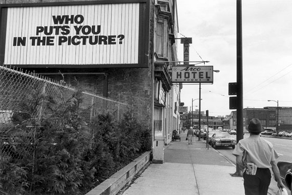 Max Regenberg: Who puts you in the Picture?, 1981 Vancouver, CAN© Max Regenberg, Courtesy Galerie Thomas Zander, 2016