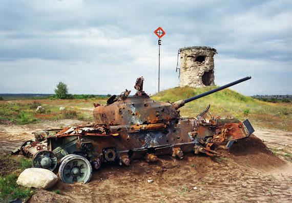 Deutschland (Ost), Altengrabow, Panzer auf einem ehemaligen sowjetischen Truppenübungsplatz, Russian shooting range, Germany, 2004, © Martin Roemers