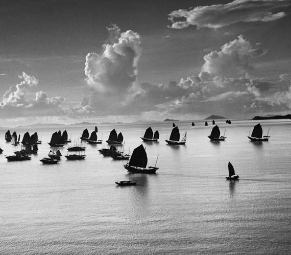 Junks in the Harbour of Kowloon, Hong Kong, 1952, 40 x 50 cm, Platinum Print, Edition 5+2AP © Werner Bischof/Magnum Photos