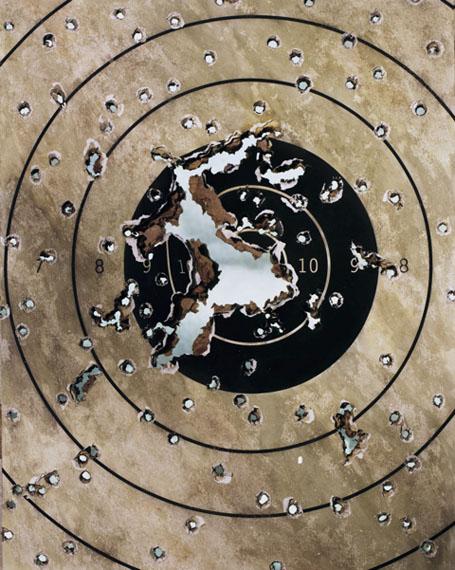"Sonja BraasTarget, aus der Serie ""An Abundance of Caution"", 2015Pigment Print, 172 x 140 cmEdition: 8+2 AP"