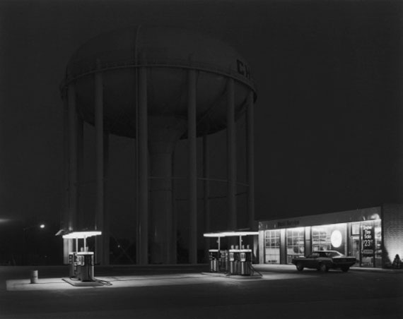 Petit's Mobil Station, Cherry Hill, NJ, 1974 © George Tice