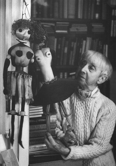 """© stefan moses, """"Hannah Höch mit DA-DA Puppen Yin & Yang"""", Haus Heiligensee Berlin, 1976"""