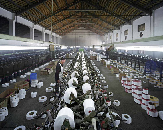 Edward Burtynsky: Manufacturing #8, Textile Mill, Xiaoxing, Zhejiang Province, ChinaGalerie Springer Berlin