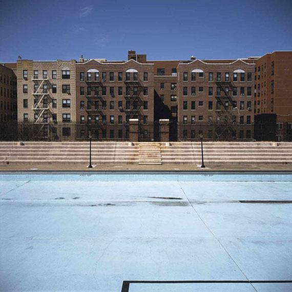 Crotona Park Pool, Bronx © Charles Johnstone / Courtesy Jörg Maaß Kunsthandel