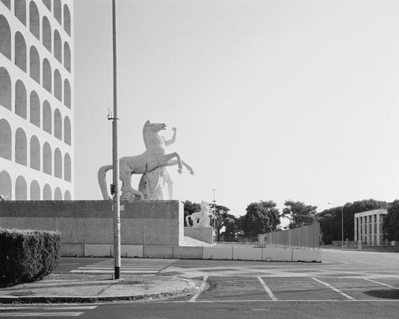 Hans-Christian Schink: EUR, Quadrato della Concordia (2), 2014Silbergelatineabzug auf Barytpapier, 40,8 x 48 cm oder 60 x 72 cm, Auflage je 5+1 AP