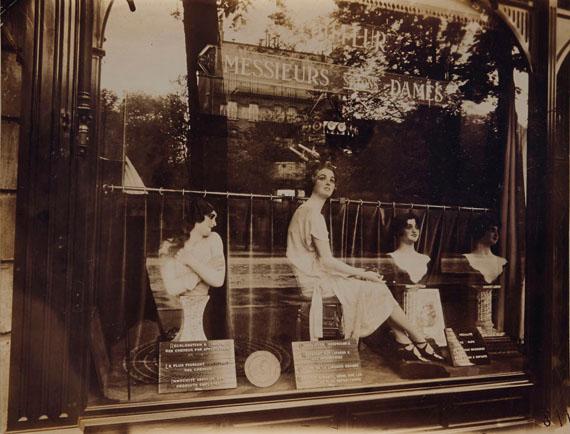 COLLECTION ANDRÉ DERAINEUGÈNE ATGET (1857–1927)Coiffeur, avenue de l'Observatoire, Paris, 1926Printing-out paper7 x 9  in.€ 60,000–80,000
