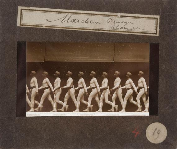 63. Étienne-Jules Marey (1830-1904)Chronophotographie.La marche de l'homme. Station Physiologique, 1886.Marcheur. 5 images à la seconde.Vintage positive glass plate.