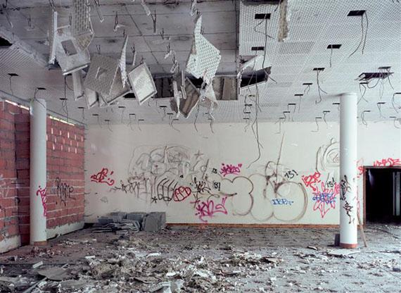 © Margret HoppeBernhard Heisig, ohne Titel 1969, Sgraffito, Gästehaus am Park, Leipzig 2006C-Print 110 x 140 cm gerahmt hinter Glas, 2016Auflage Nr 5/5 + 2 A.P.