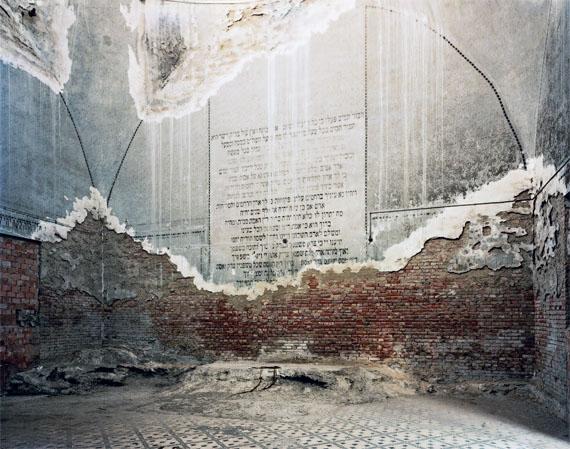 """Johanna DiehlChernivtsi I from the series """"Ukraine"""", 2013C-Print, kaschiert, gerahmt, 122 x 155 cm© Johanna Diehl"""