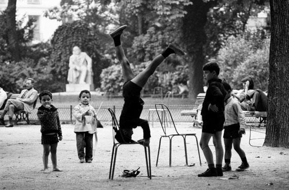Léon Herschtritt, Jeux d'enfants - Jardin du Luxembourg, circa 1968 © Léon Herschtritt / LA COLLECTION, service presse Courtesy Galerie Esther Woerdehoff
