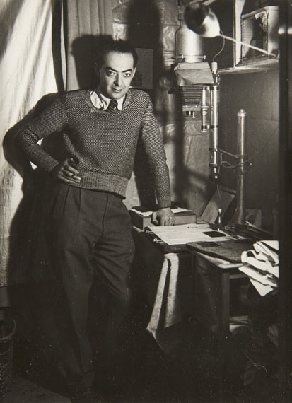 Lot 23Gyula Halász, BRASSAÏ (1899-1984)Autoportrait dans son laboratoire - 1932
