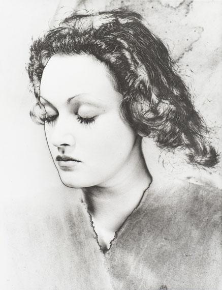 lot 22Erwin Blumenfeld (1897-1969) Portrait Manina, 194935 × 27 cmESTIMATION : 15 000 / 20 000 €