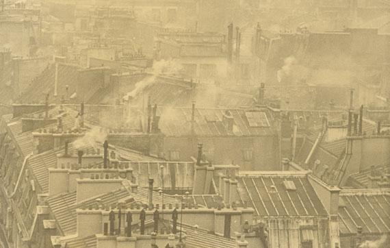 """Robert Frank""""Paris"""" (Rooftops). 1946Vintage. Gelatin silver print. 17,8 × 27,9 cm (27,6 × 35,2 cm) (7 × 11 in. (10 7/8 × 13 7/8 in.)).Estimate: EUR 10.000–15.000"""