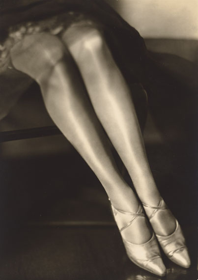 Yva (d.i. Else Neuländer)Untitled (Legs). 1927–1928Vintage. Gelatin silver print. 21,6 × 15,3 cm (8 1/2 × 6 in.). Estimate: EUR 2.500–3.500
