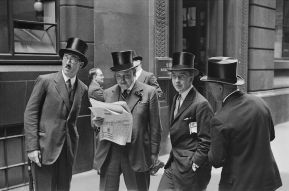 E.O. Hoppé: Rendezvous at the London Stock Exchange, England, 1937© 2017 Curatorial Assistance, Inc. / E.O. Hoppé Estate Collection