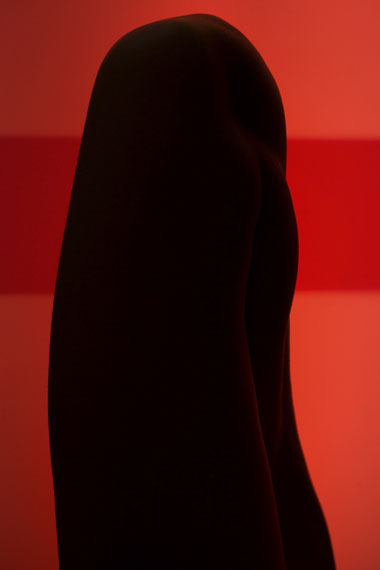 Viviane Sassen: Red Leg Totem, 2014 C-print, 60 x 40 cm © Viviane Sassen