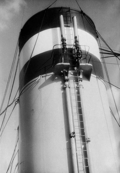 Fritz BlockSteamship Smokestack, Hamburg, 1929Silbergelatine, 17,6 × 12,5© Fritz Block Estate Archive, Stockholm/Hamburg