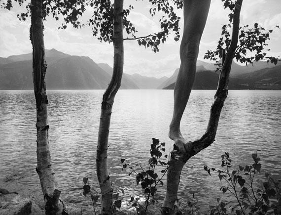 STRANDA, NORWAY, 2006© Arno Rafael Minkkinen / Courtesy of the artist and Edwynn Houk Gallery, New York & Zurich