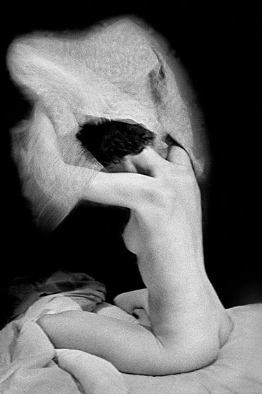 The Eye of Love, Sitting Nude (No. 521), Paris, Baryt Print, 40 x 50 cm, Edition of 7 & 2 AP© René Groebli
