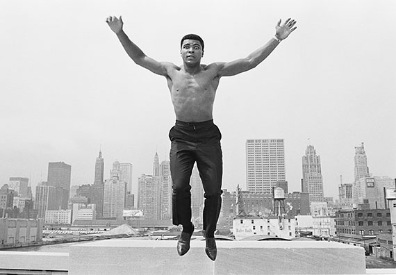 Ali jumping from a bridge over Chicago river, 1963, 50 x 60 cm, Baryt Print, Edition of 20, signed and stamped© Thomas Hoepker