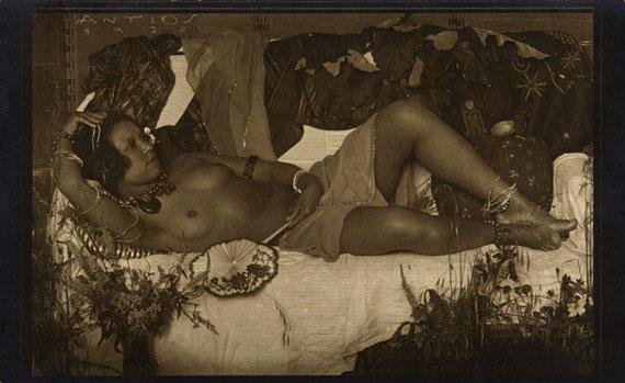 Lot 8ANTON JOSEF TRčKA (1893–1940) »Liegender Akt VI«, Vienna 1926Vintage silver print, contact print, warm toned11,8 x 19,2 cm (11,2 x 17,7 cm)€ 12.000 / € 20.000–25.000