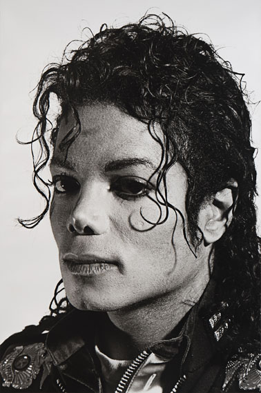 Lot 198GOTTFRIED HELNWEIN (* 1948) Michael Jackson, 1988Gelatin silver print on bromoil paper100 x 80 cmSigned and numbered by the photographer on the reverse, edition no. 1/3€ 4.000 / € 7.000–8.000