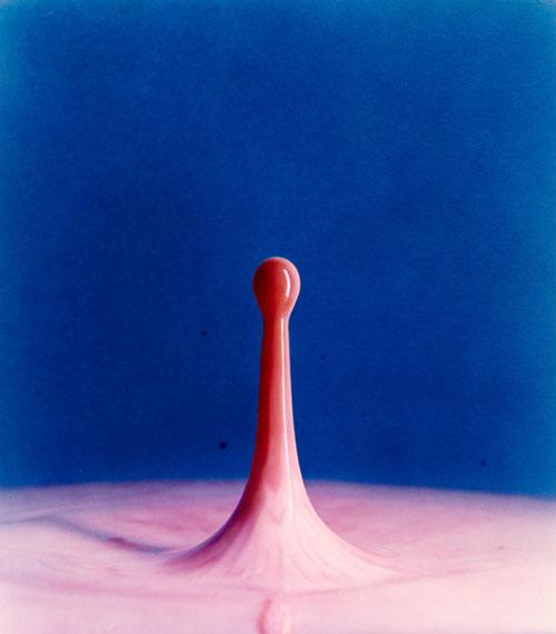 HAROLD EDGERTON (1903–1990)Cranberry Juice Drop into Milk, 1960Dye transfer print40,5 x 35,5 cm€ 3.000 / € 5.000–6.000