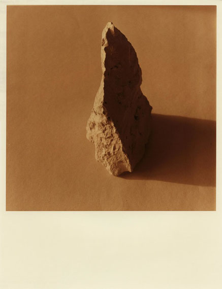 Uta Neumann, Approaching grey (Colored stones), 2014, C-Print from black/white negative, 27,4 x 32,4 cm, Edition unique.