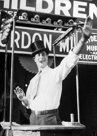 Fritz BlockBarker at Coney Island, New York City, 1931Silbergelatine, 24,0 × 17,6 cm© Fritz Block Estate Archive, Stockholm/Hamburg