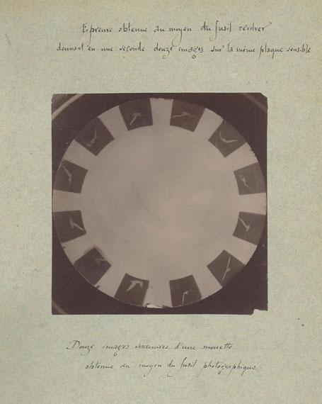 Etienne-Jules MAREY (1830-1904)Douze images successives d'une mouette obtenues au moyen du fusil photographique, vers 1882Épreuve albuminée d'après négatif verre, montée sur cartonTitré à l'encre sur le montage 11,5 x 11,2 cm€ 2 000 - 2 500