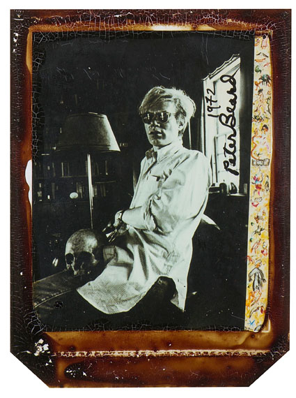 Peter BEARD (Né en 1938)Andy Warhol at home in Montauk, Church Estate, New York, 1972Polaroïd with ink and bloodSigned and dated in the imageProvenance : Michael Hoppen Gallery, Londres14,5 x 10 cm € 5 000 - 7 000