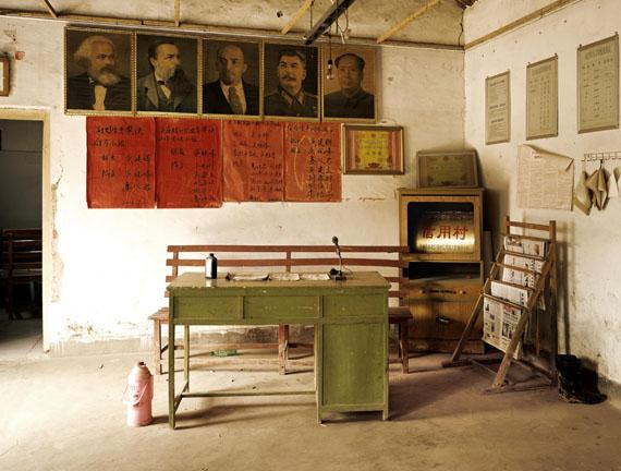 Qu Yan: Wuzhuang village Head Office, Tushan Town, Pizhou County, Jiangshu Province, 2005, C-Print (2017), 120 x 160 cm © Qu Yan