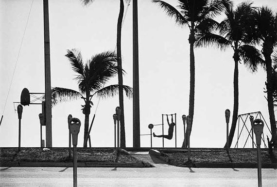 René Burri: Fort Lauderdale, Florida, USA, 1966Signed Silver Gelatine Print, 40 x 50 cm© René Burri/Magnum Photos