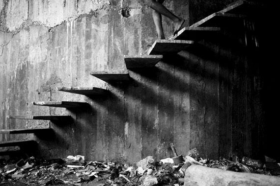 """Mário Macilau: """"Stairs of Shadows""""aus der Serie """"Growing in Darknes"""", 2012-2015Digital Pigment PrintEd. 2 + 2 AP60 x 90 cm"""