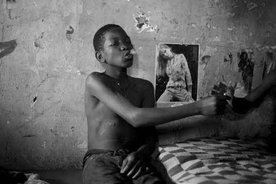 "Mário Macilau: ""Enjoyment""aus der Serie ""Growing in Darkness"", 2012-2015Digital Pigment PrintEd. 2 + 2 AP60 x 90 cm"