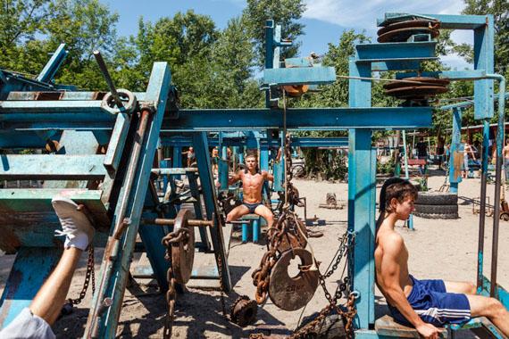 From KACHALKA – Muscle Beach, 2012 © Kirill Golovchenko