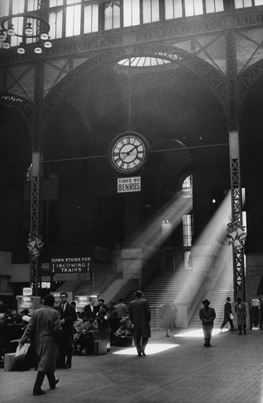 Sabine Weiss: Pennsylvania Station, New York, 1962
