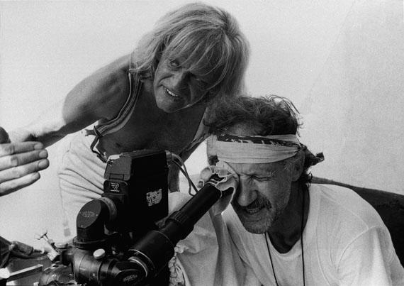 Dreharbeiten zu Cobra Verde: Klaus Kinski und Werner Herzog. Tamale, Ghana 1987© Beat Presser, Courtesy Egbert Baqué Contemporary