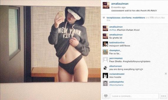 Amalia Ulman, Excellences & Perfections (Instagram Update 4th July 2014), (#work, #it, #bitch) aus Excellences & Perfections, 2014, C-Print © Amalia Ulman, Courtesy Arcadia Missa, London