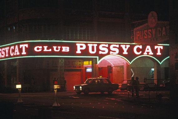Pussy Cat Club, Wanchai, 1974 © Greg Girard