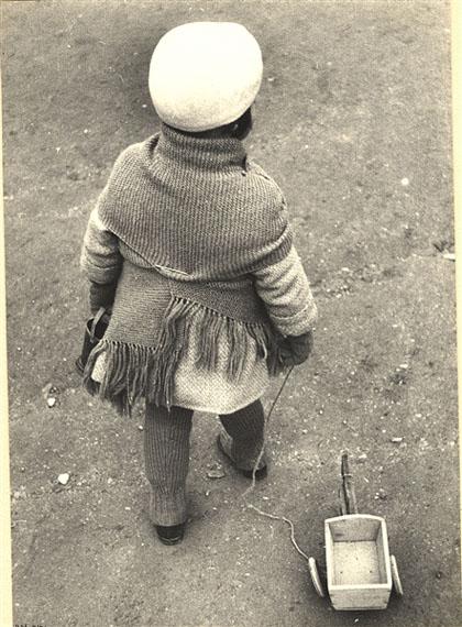 Ilse Bing, Child With Toy 1931, gelatin silverprint,Vintage-Print, 27,9 x 20 cm / 11 x 7 3/4 in  Courtesy Galerie Karsten Greve Paris, Cologne, St. Moritz