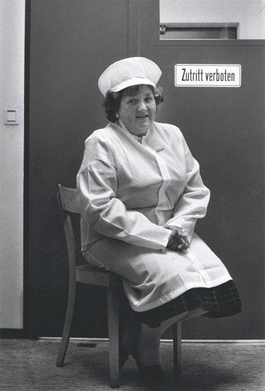 Dirk Reinartz: aus Besonderes Kennzeichen deutsch, Erlangen, Facharbeiterin, Helga Walter, 1987 © Nachlass Dirk Reinartz