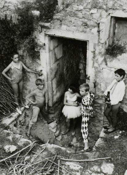 Lucien Clergue, Quintette des saltimbanques Arles, 1955