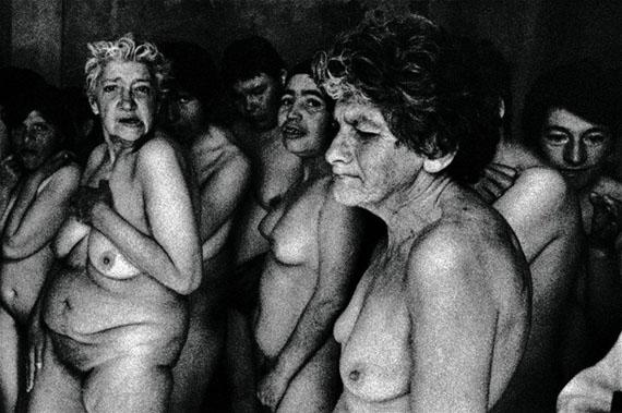 Baño X, de la serie Antesala de un desnudo, 1999  © Paz Errázuriz