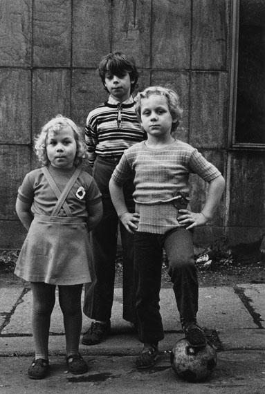 """Helga Paris: Aus der Serie """"Häuser und Gesichter"""", Halle 1983–85"""