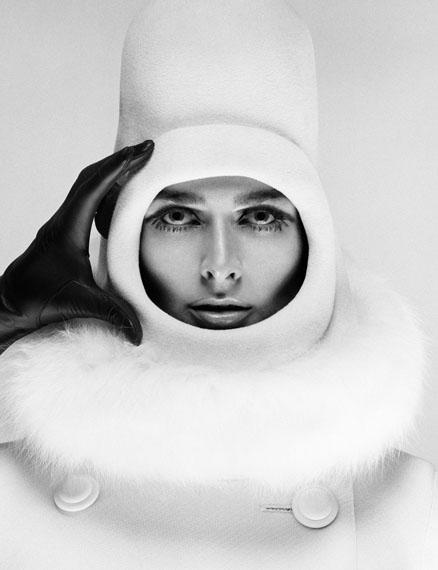 Hood Coat Cardin, 1966 © Hiro